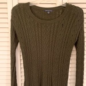 American Eagle cable sweater  Sz Med Olive